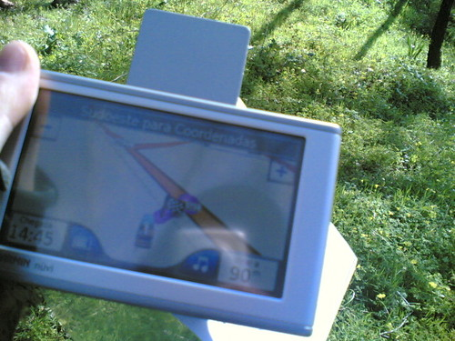 Geocaching: A chegar ao local com GPS na floresta