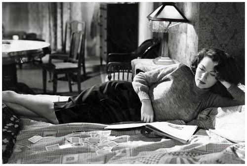 Ava Gardner reading...