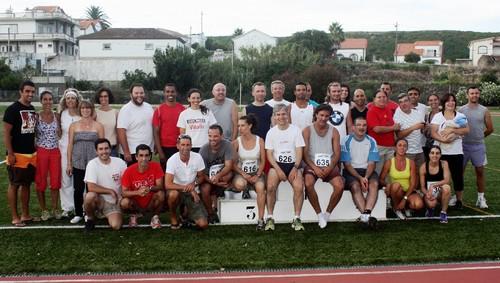 O grupo de (antigos e atuais) atletas presente...
