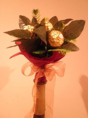 Ramos e decorações feitas com bombons, gomas...