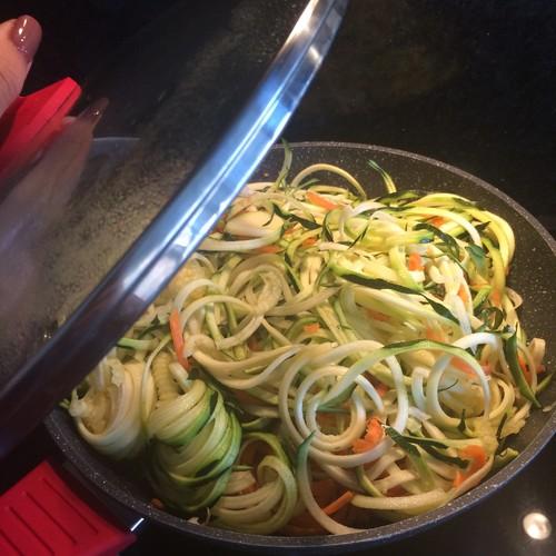 esparguete de courgete e cenoura (1).JPG