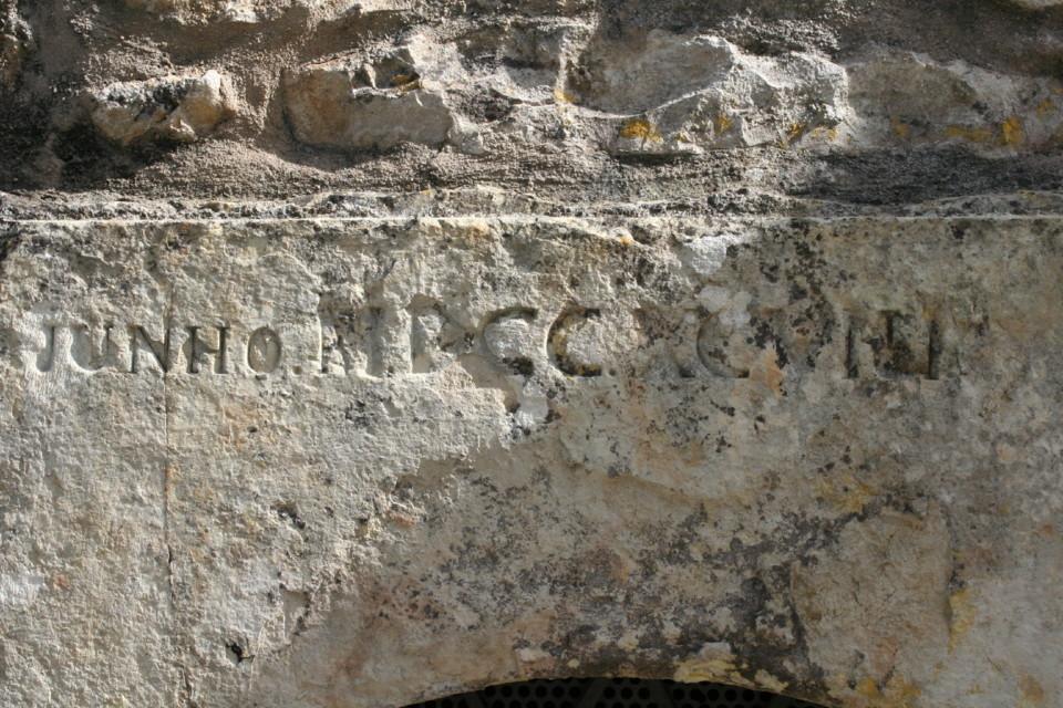 Porta de cisterna, na rua Pedro Monteiro, pormenor