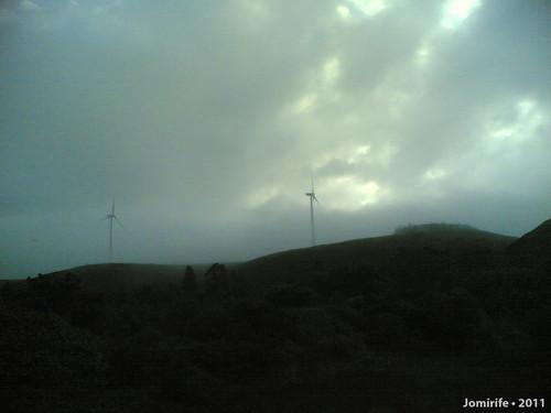 Torres eólicas no nevoeiro