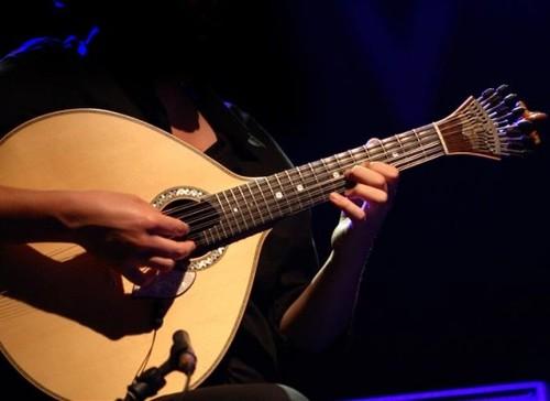 como-tocar-guitarra-acustica.jpg