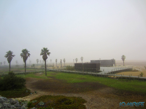 Figueira da Foz ao inicio do dia com nevoeiro - Oásis da praia (2) [en] Figueira da Foz in the morning with fog - Oasis in the Beach