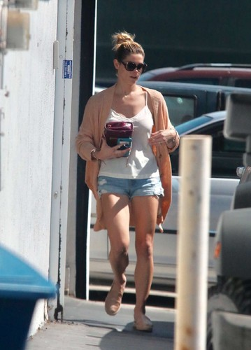 Ashley-Greene -Hit-the-gym-in-West-Hollywood-04.jp
