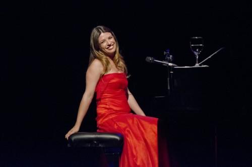 bev-maria-ana-bobone-1-mikel-piano.jpg