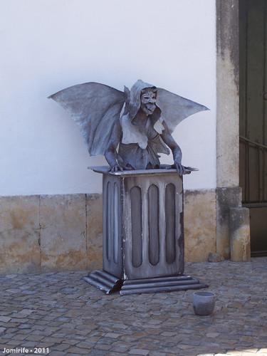 Homem estátua - Gárgula de pedra