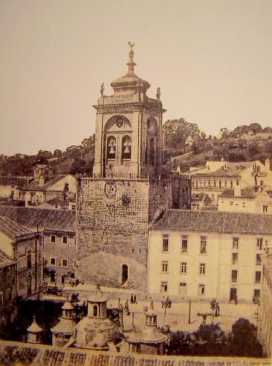 Torre de Santa Cruz e edifícios circundantes.JPG