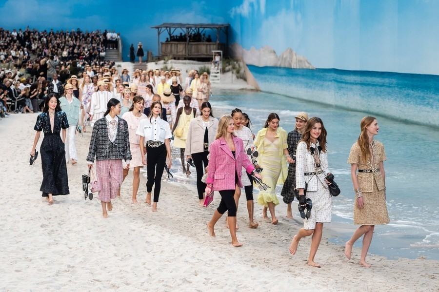84-chanel-srping-summer-2019-beach-set.jpg