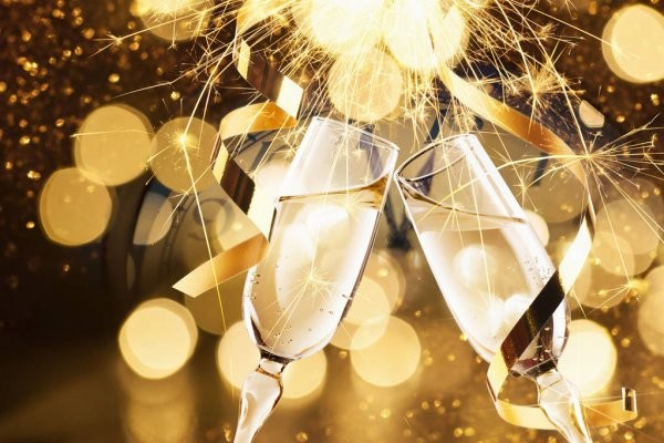 depositphotos_131567362-stock-photo-new-years-eve-