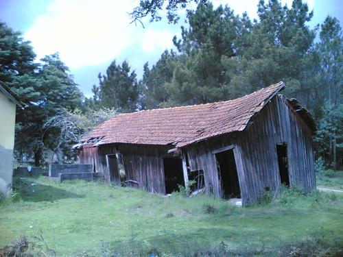 Casa amarela em Santana: Barracão