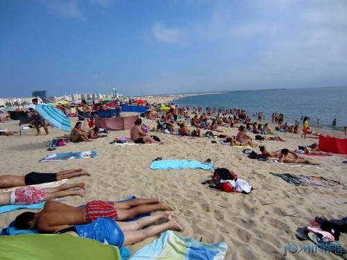 Praia de Figueira da Foz/Buarcos (2013-07-14) O dia estava um pouco cinzento, mas a praia estava cheia (1) [EN] Beach of Figueira da Foz/Buarcos, The day was a bit gray, but the beach was full