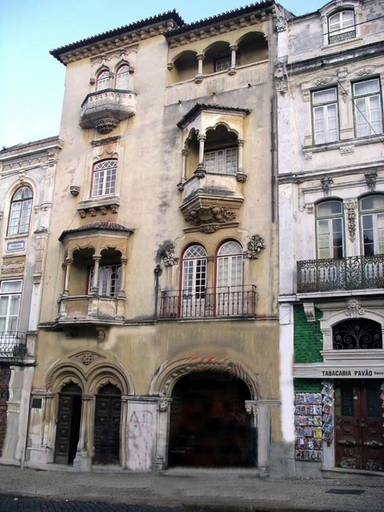 Fig. 28. Edifício neomanuelino. [Foto RA]a.jpg