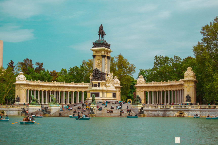 The 2 Planners - Madrid, Spain - Parque de El Retiro Lago Grande