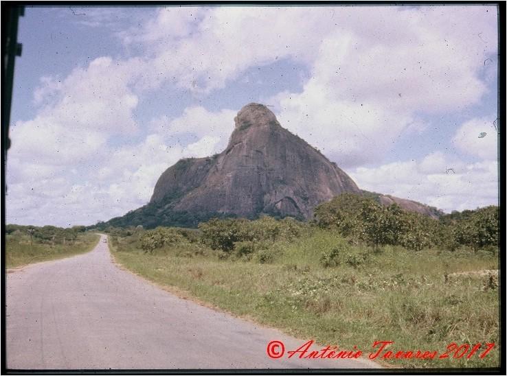 Morro estrada Nacala.jpg