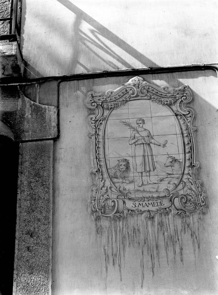 Registo de santos votivo a São Mamede, defronte d