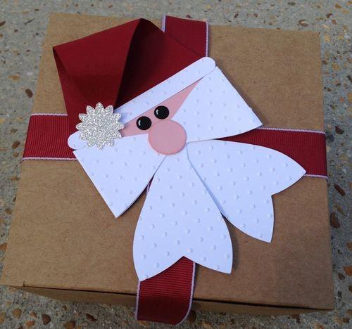 Gift-bow-die-santa-30-cute-ways-to-wrap-Christmas-