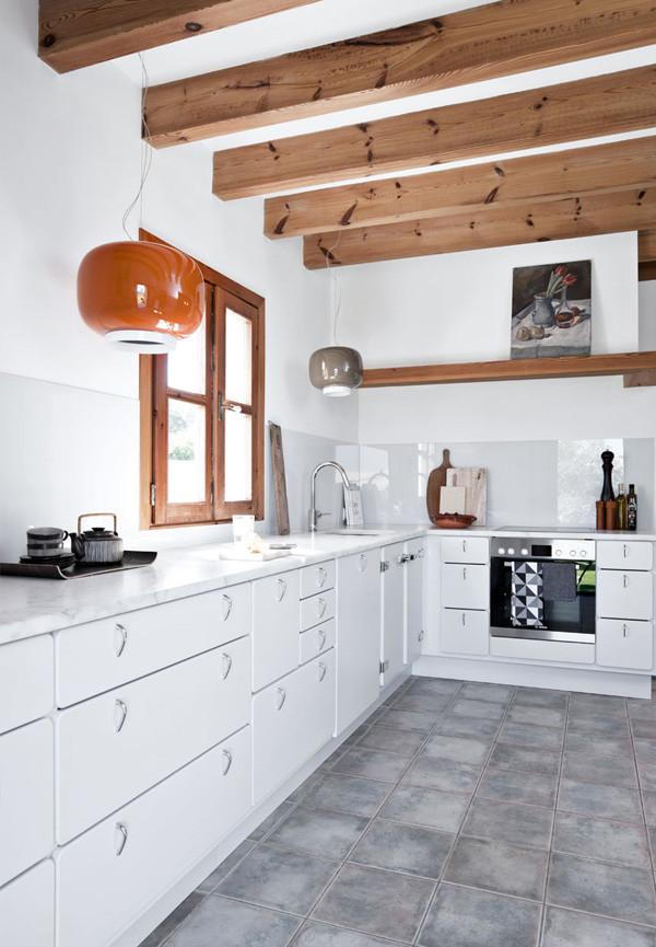 kokken-lyst-bjaelker-moderne-mallorca-feriebolig--