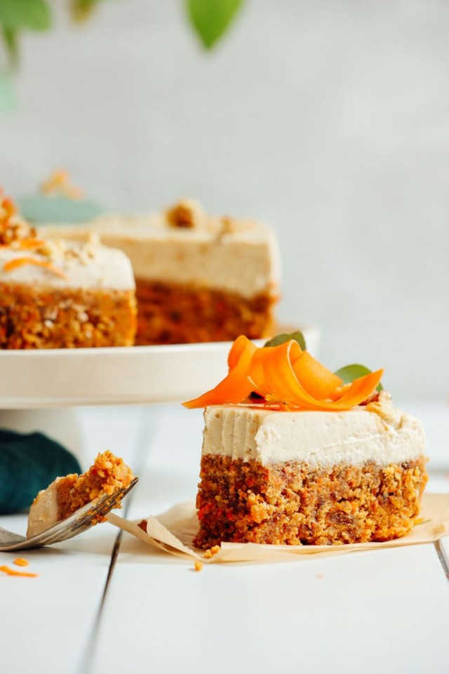 AMAZING-Raw-Vegan-Carrot-Cake-10-ingredients-simpl