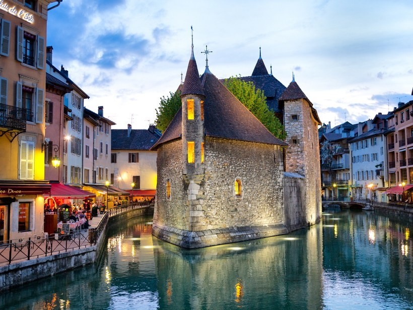 Annecy-france-GettyImages-466576160.jpg