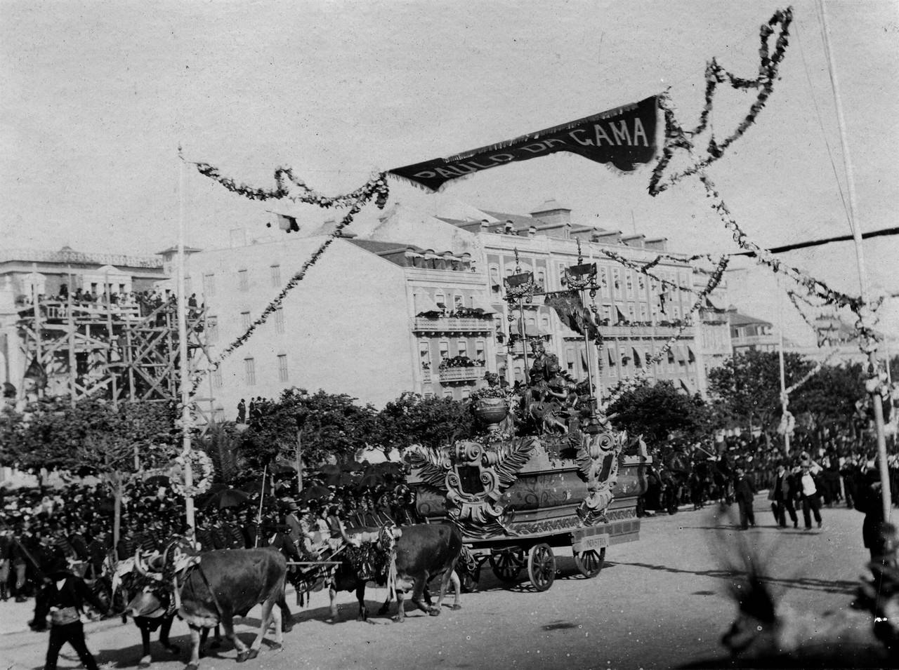 O cortejo na Avenida, 1898, foto do espólio de Ed