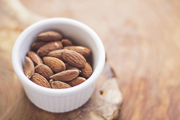 almonds-768699__480.jpg