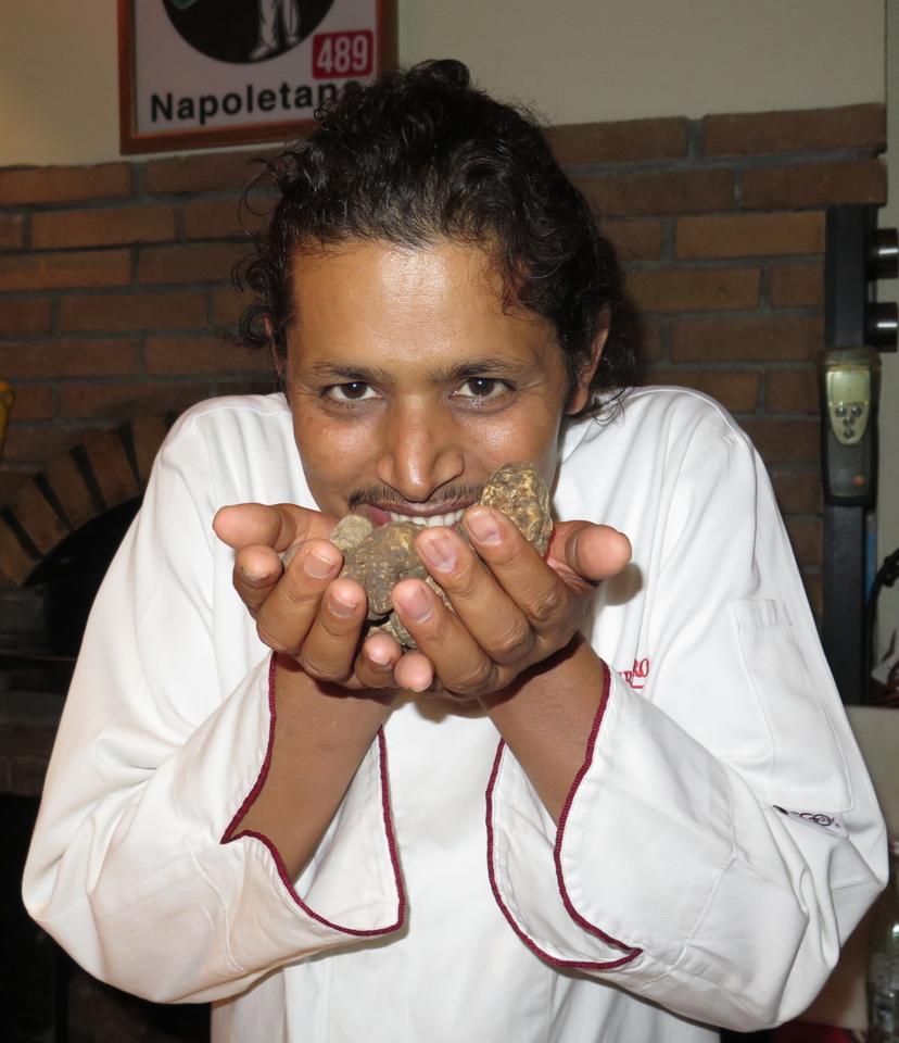 Tanka Sapkota e o inebriante aroma da trufa branca de Alba