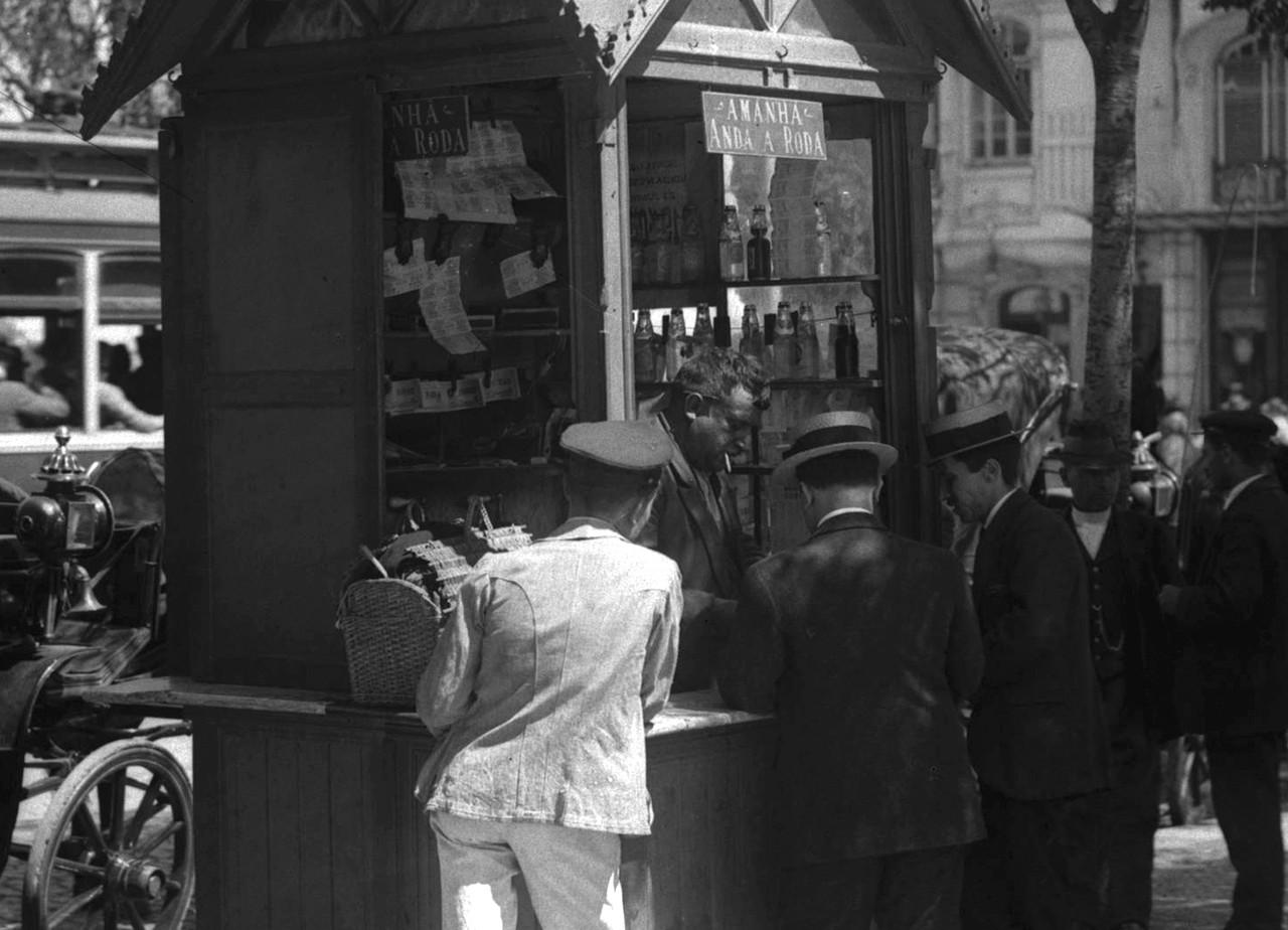 Amanhã anda á roda, Rossio (J. Benoliel, 1908)