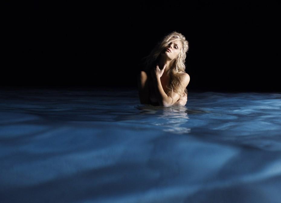 голые фото у воды