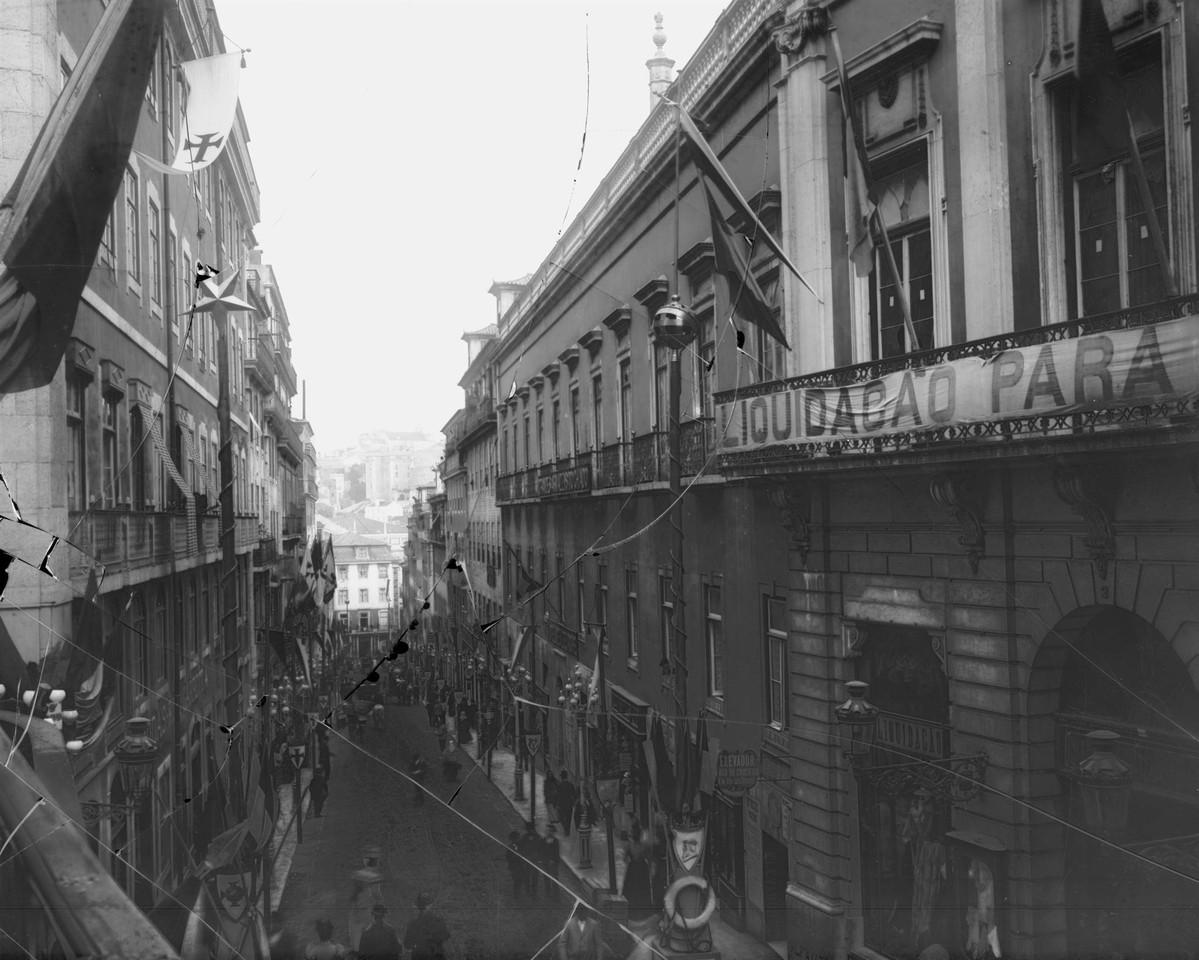 Rua do Carmo, por ocasião do cortejo, 1898, foto