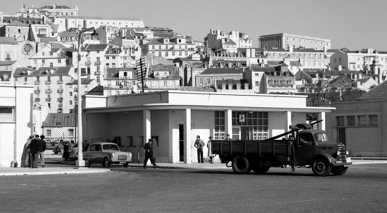 Cais da alfândega, Lisboa (M. Novaes, post 1955)