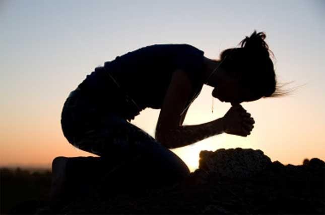 mulher-rezando.jpg