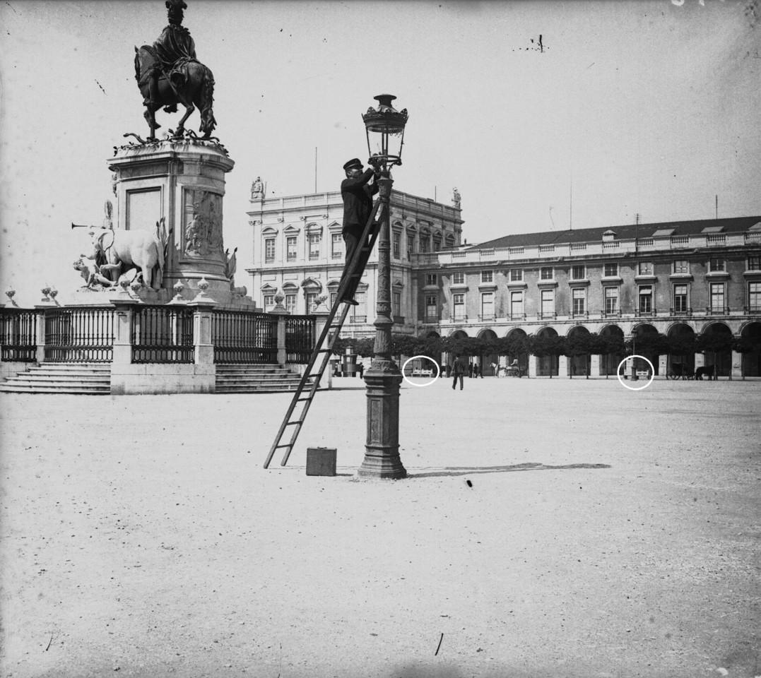 Terreiro do Paço, destacando-se a estátua equest