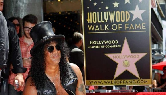 Slash simu penghargaan hodi tama walk of fame