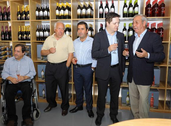 oficialmente inaugurada adega do vinho Sta. Cristi