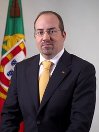 Ál-var-o, executivo da tróica