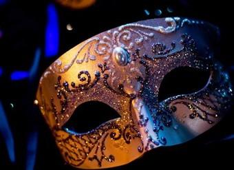 A magia de querer saber quem está por trás de cada máscara...