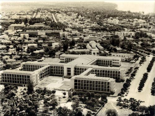 Moçambique, Lourenço Marques - Vista aérea do liceu (SEIT 382974, cx. 462, env. 10)