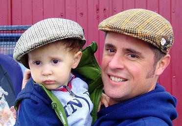O pequeno Tomás, já nas andanças do jovem pai Costa...