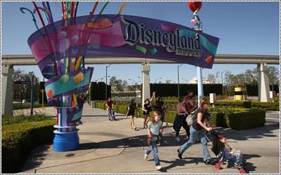 Disneyland Resort 17344708_QWaeJ